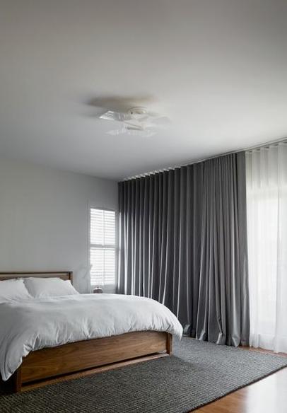 dekoracja okna w sypialni